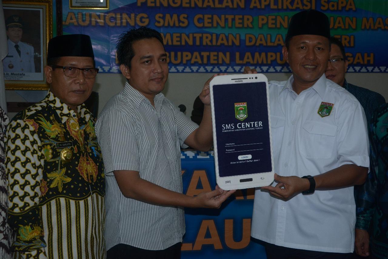 LAMPUNG POST | Buka Layanan Publik, Mustafa Launching SMS Center Pengaduan Masyarakat