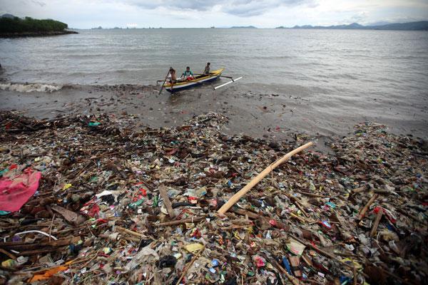LAMPUNG POST | Teluk Lampung Tercemar, Luhut Soroti Buruknya Penanganan Sampah di Darat