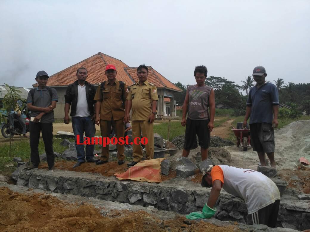 LAMPUNG POST | Tiyuh Kibang Mulyajaya Serap Dana Desa Rp1,66 Miliar