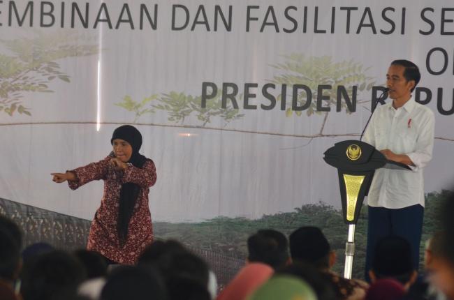 LAMPUNG POST | Jokowi Bahas Makna Persaudaraan di Pesantren