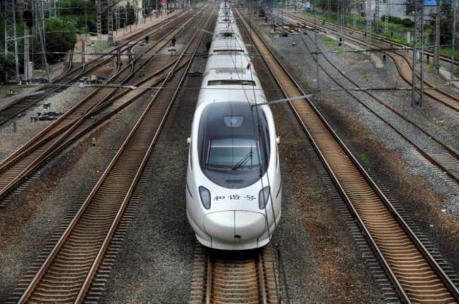 LAMPUNG POST    Tiongkok Luncurkan KA Kecepatan 400 Km/Jam