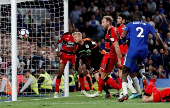 Chelsea Selamatkan Huddersfield dari Degradasi