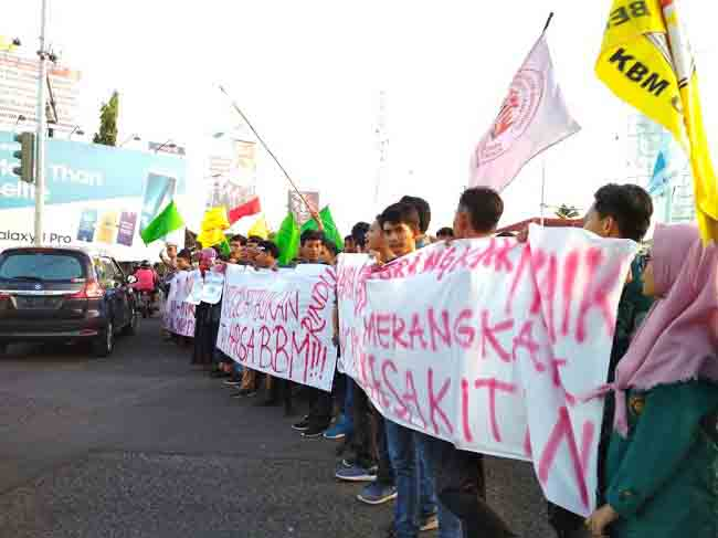 Mahasiswa Lampung Demo Tolak Kenaikan BBM