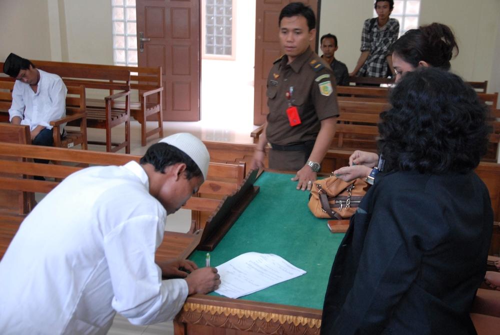 LAMPUNG POST | Miliki  23 Paket Ganja , Beno Dihukum 12 Tahun Penjara