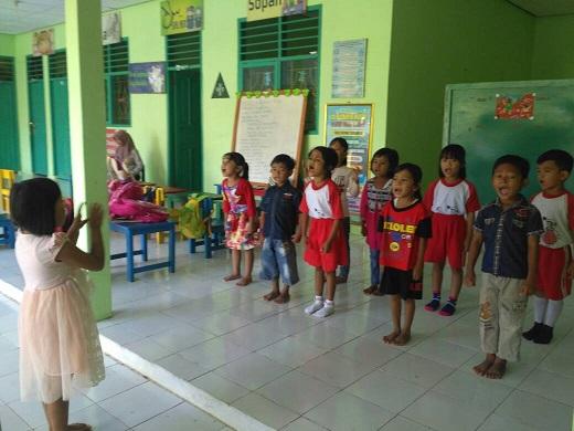 LAMPUNG POST | TK Negeri Pembina Tumijajar Tanamkan Nasionalisme lewat Lagu