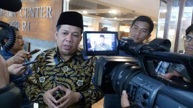 LAMPUNG POST | Fahri Hamzah Tuding Pimpinan KPK Pilih Kasih