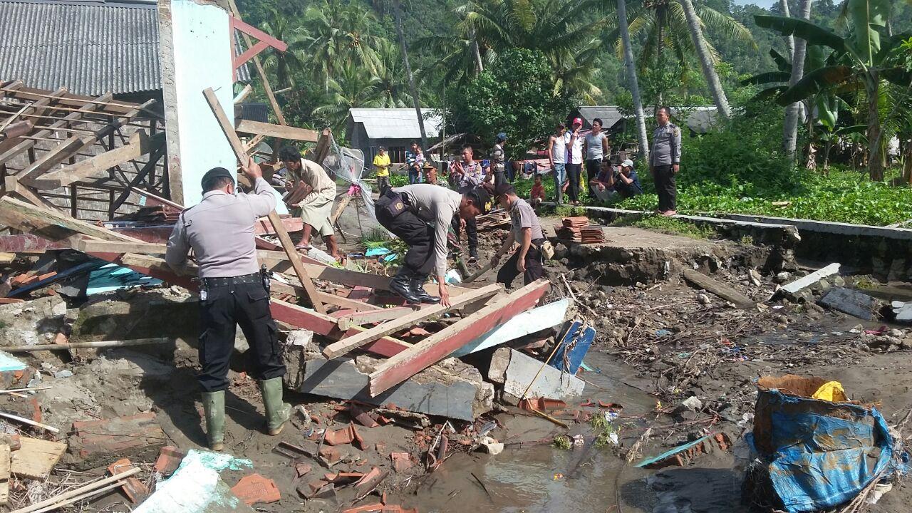 9 Rumah Warga Rusak Berat Akibat Banjir Bandang di Tanggamus