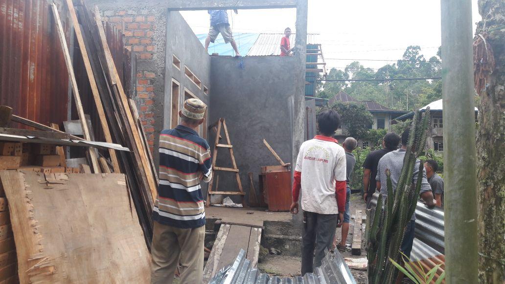 Hujan Disertai Angin Puting Beliung Sapu Atap Empat Rumah Warga Batubrak