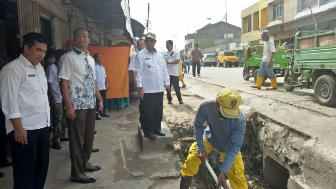 LAMPUNG POST | Bentuk Satgas Kebersihan, Mustafa Ajak Pedagang Rawat Plaza Bandarjaya