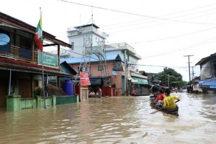 Banjir,Ribuan Warga Myanmar Mengungsi dari Rumah