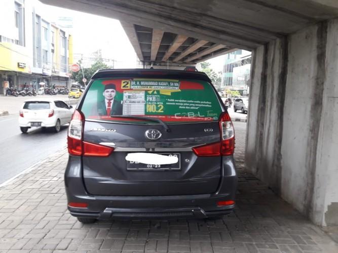 Bawaslu Temukan Pemasangan Stiker APK di Taksi Online