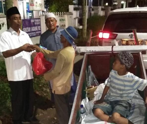 Baznas Lampung Bagikan Zakat, Infaq dan Sedekah ke Kaum Duafa