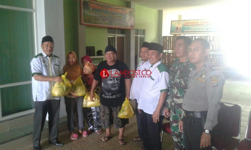 Baznas Pringsewu Bagikan Paket Sembako