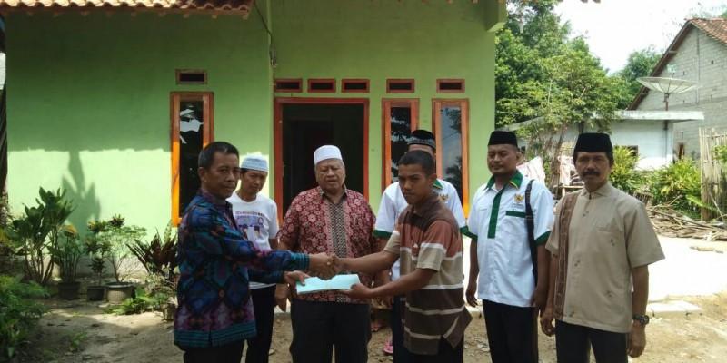 Baznas Tulangbawang Barat Serahkan Bantuan Rumah Layak Huni