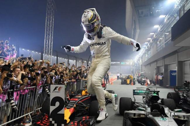 LAMPUNG POST   Hamilton Juara GP Singapura, Duo Ferrari Tabrakan
