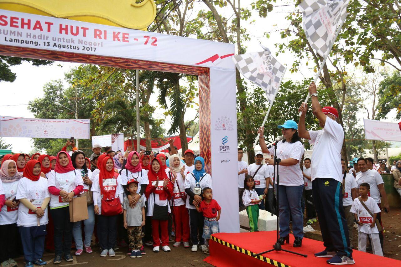 LAMPUNG POST |  PGN Gelar Jalan Sehat bersama Warga Lampung