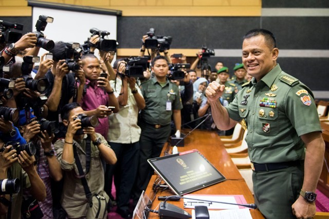 LAMPUNG POST | TNI Kejar Kelompok Kriminal Bersenjata di Papua