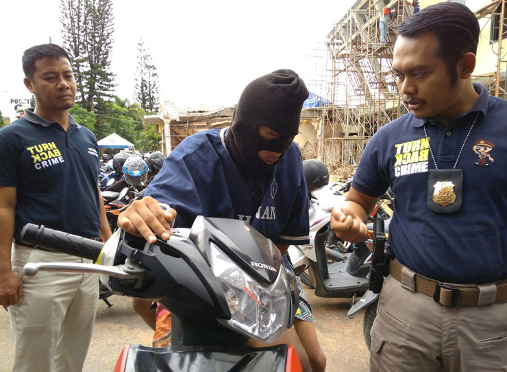 LAMPUNG POST | Komplotan Begal Ditangkap di Panjang, 1 Pelaku Ditembak