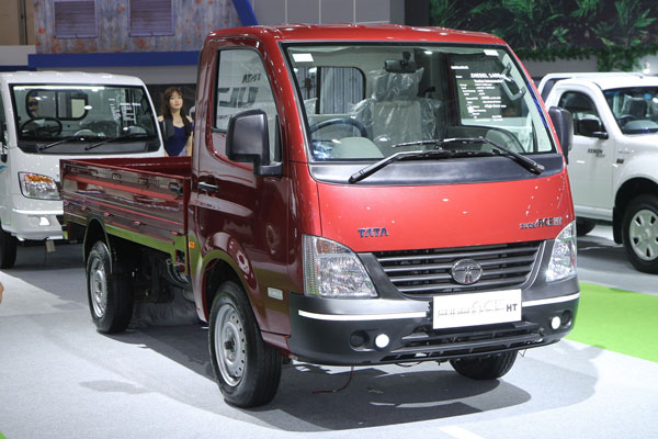 LAMPUNG POST | Tata Motors Raih 66 unit Angka Pemesanan di IIMS 2017