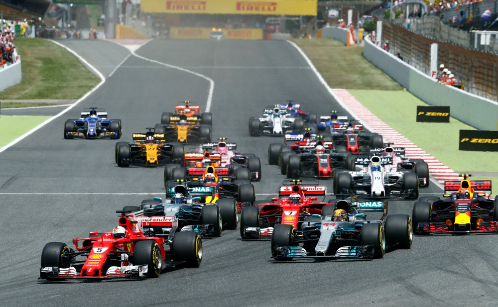 LAMPUNG POST | Hamilton Bawa Mercedes Kalahkan Ferrari di Spanyol