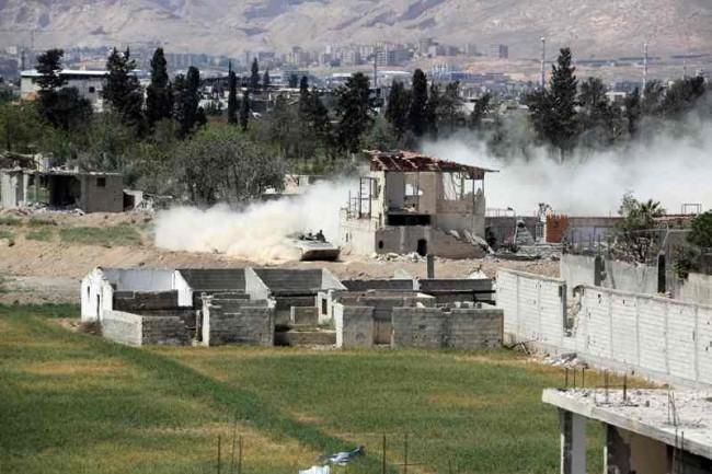 LAMPUNG POST | Pangkalan Militer Suriah Dibombardir, Korban Tewas Berjatuhan
