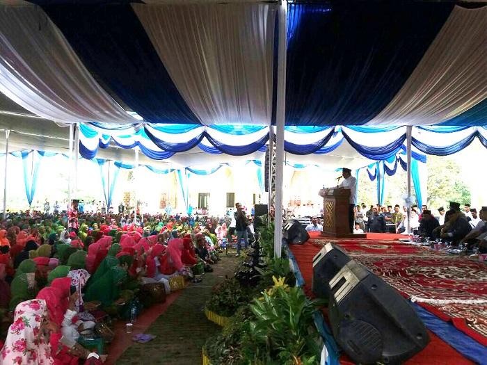 LAMPUNG POST | Ustad Maulana Isi Pengajian di Lampura