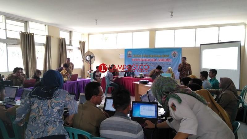 Bendahara dan Operator Desa di Katibung dan Way Sulan Ikuti Pelatihan Siskeudes