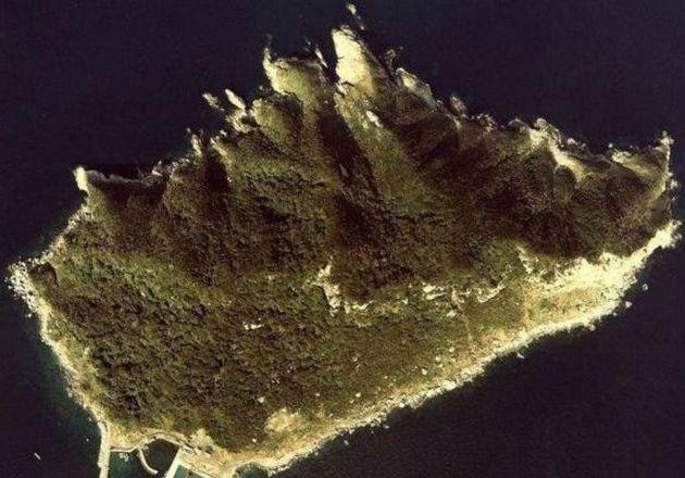 LAMPUNG POST | Pulau Laki