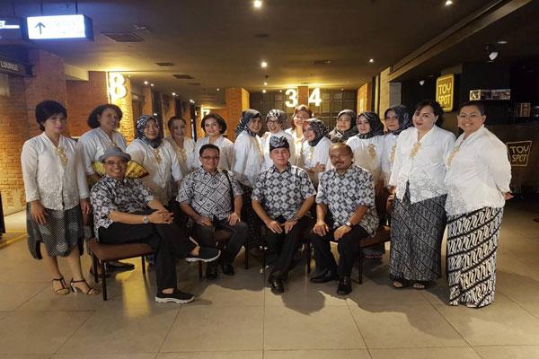 LAMPUNG POST | Mantan Awak Garuda Nobar Film Kartini