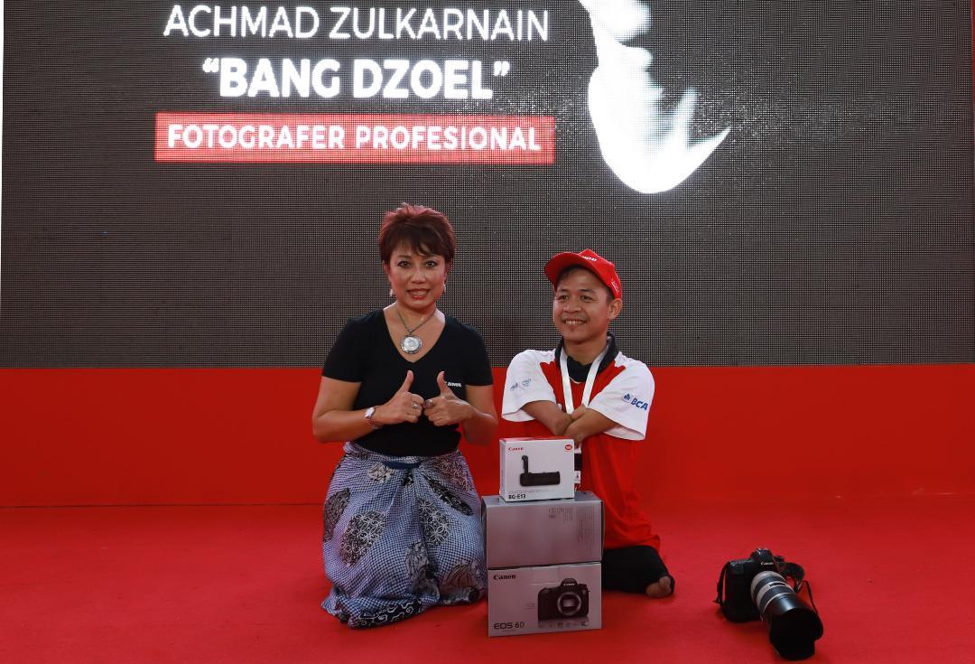 LAMPUNG POST | Fotografer Cacat Dapat Penghargaan Canon