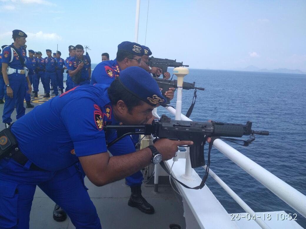 LAMPUNG POST | Polair Gelar Latihan Menembak dari Atas kapal