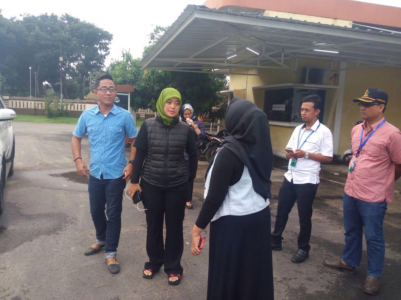 LAMPUNG POST | Nunik Jemput TKI Lampung yang Meninggal di Malaysia