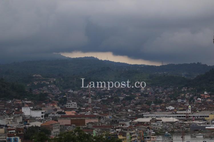 BMKG Lampung: Waspada Potensi Hujan dan Gelombang Tinggi