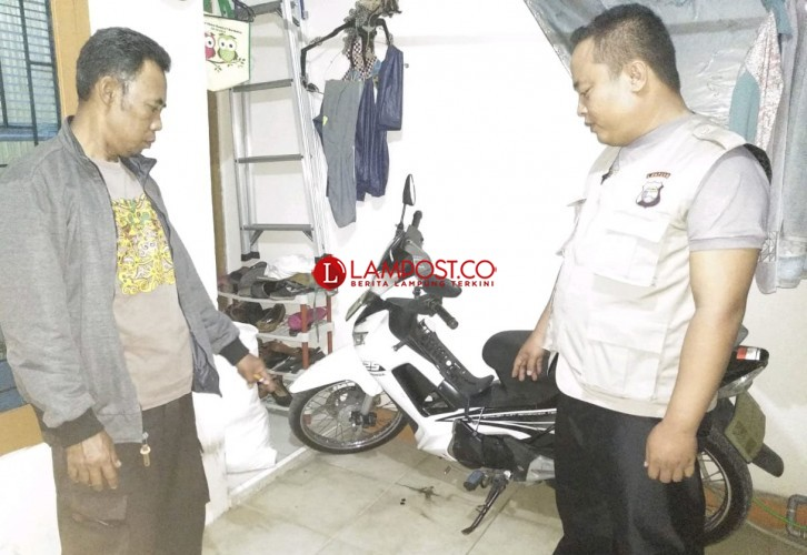 Bobol Gembok Pagar, Maling Gasak Motor Honda CBR di Perum BKP