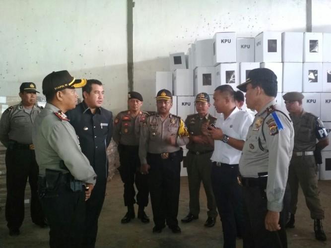 Bupati dan Kapolres Pesawaran Cek Logistik Pilkada ke Gudang KPU