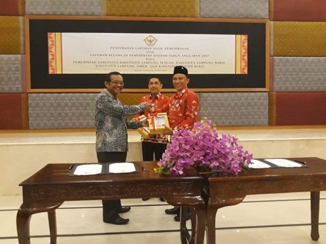 Bupati Lampung Barat Terima Penghargaan WTP