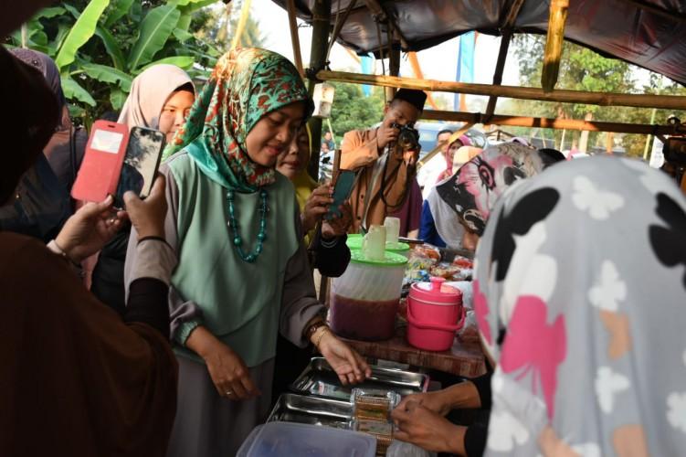 Bupati Lamtim Hadiri Festival Kampung Ramadan
