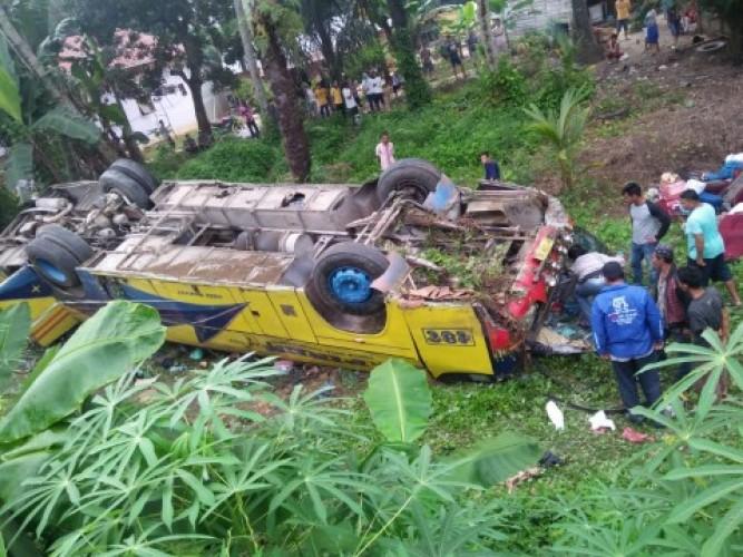 Bus Terbalik di Labuhan Batu, Satu Tewas 12 Terluka