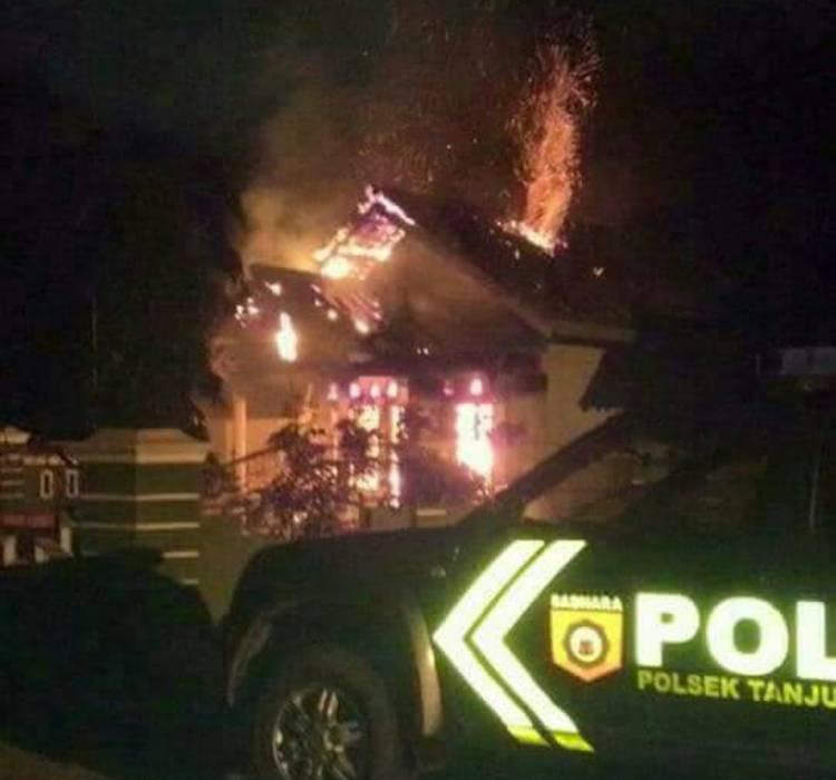 LAMPUNG POST   Usai Pelantikan, Rumah Kades Trimulyo Dibakar Massa
