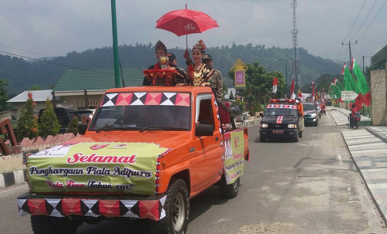 LAMPUNG POST   Piala Adipura Lambar Diarak Keliling Balikbukit-Batubrak