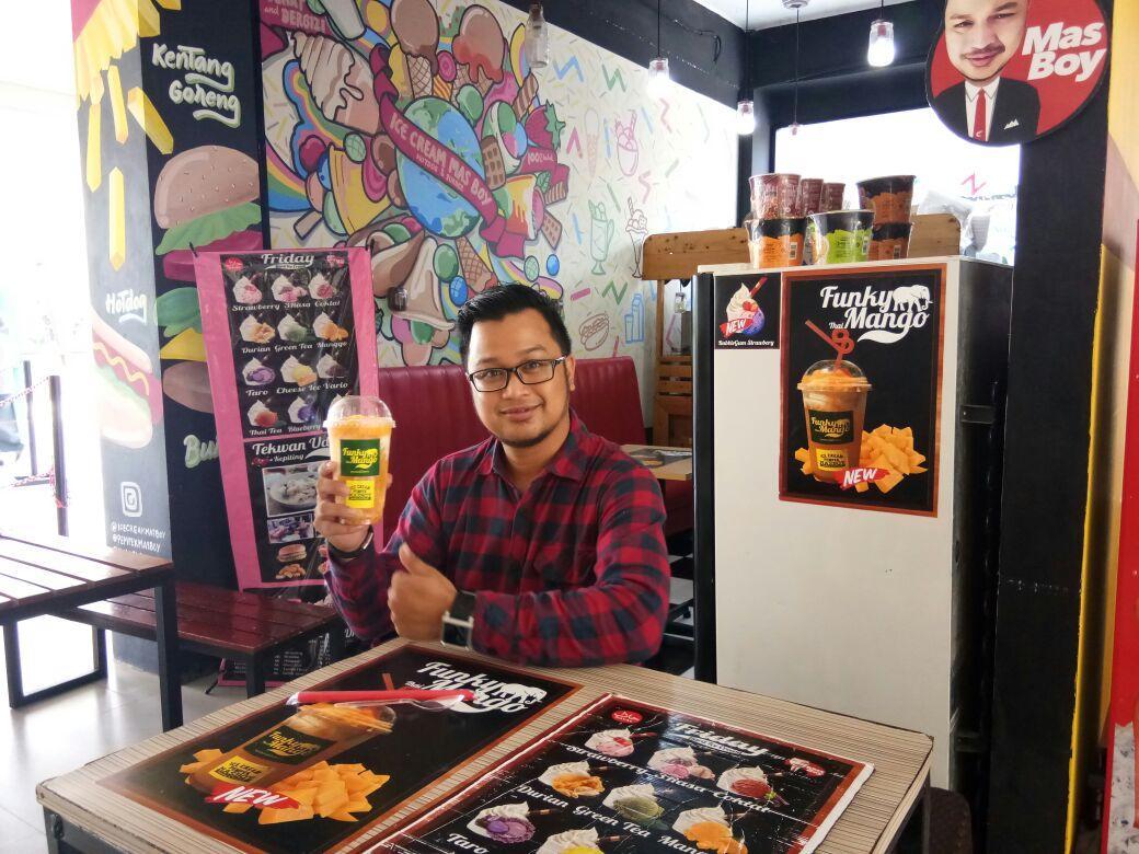 LAMPUNG POST | Funky Thai Duo, Minuman Segar Pempek Mas Boy