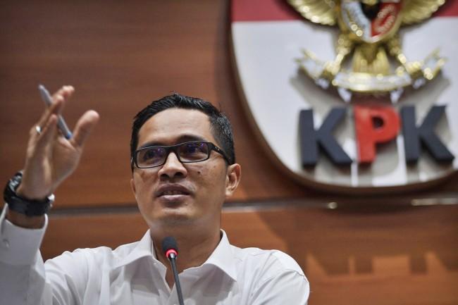 LAMPUNG POST   KPK Periksa Enam Saksi untuk Tersangka Novanto