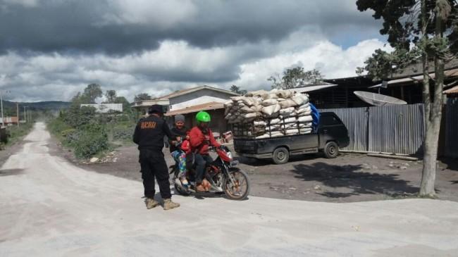 2 Desa di Karo Tertutup Abu Vulkanik Gunung Sinabung