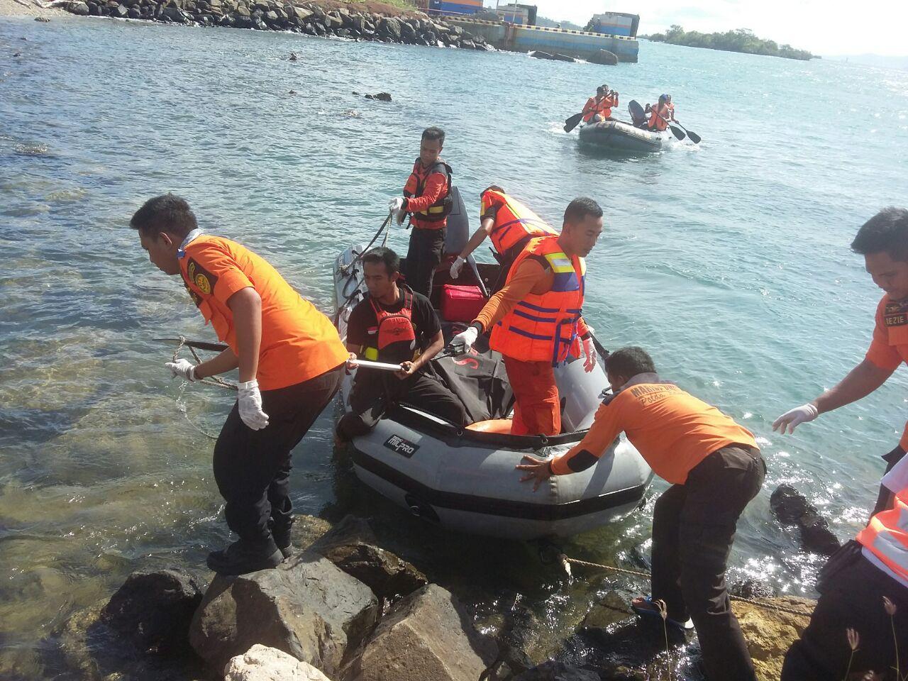 LAMPUNG POST | Jasad Penumpang yang Terpeleset dari Kapal di Bakauheni Ditemukan