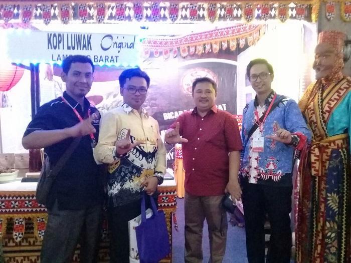 LAMPUNG POST | Stand Lampung Barat Raih Juara I di Nusantara Expo