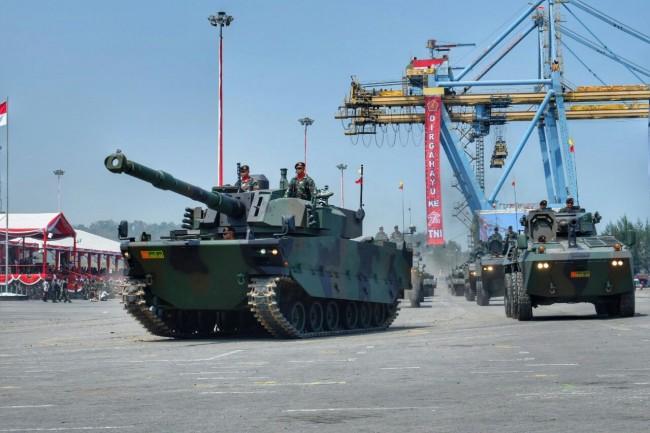 LAMPUNG POST | Pindad Pamerkan Tank Anti Ranjau Produksi Dalam Negeri