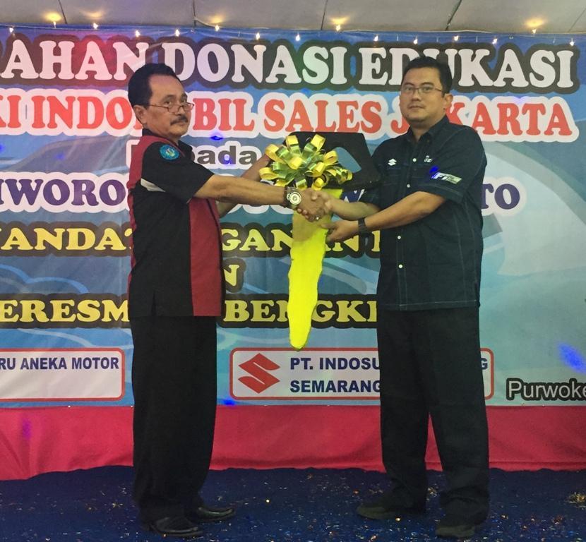 LAMPUNG POST   Suzuki Donasikan Satu Unit Karimun Stingray ke SMK