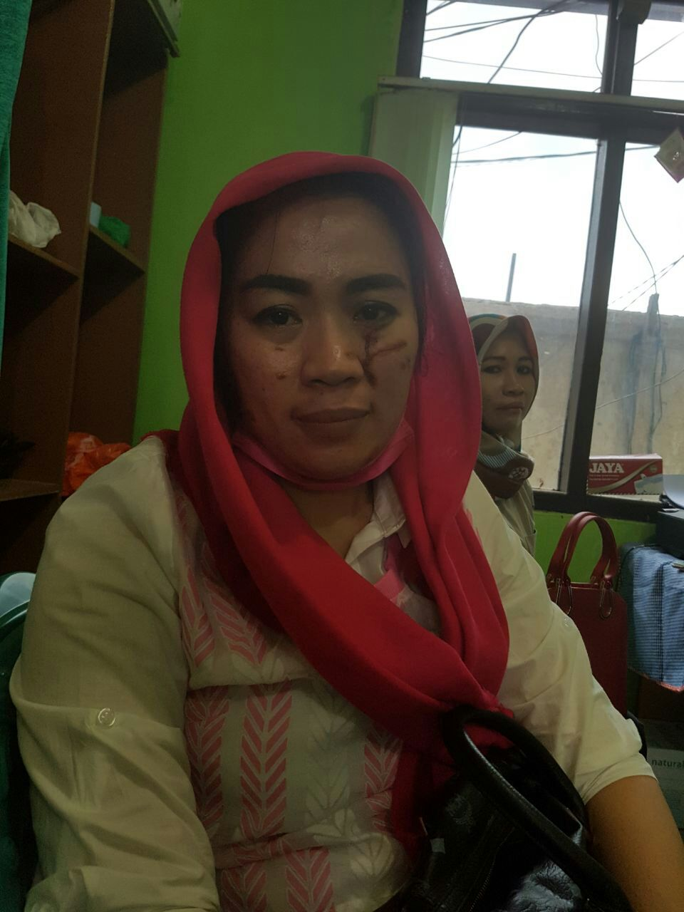 LAMPUNG POST   Terdakwa Tak Hadir, Sidang Pengeroyokan Ibu Tiri Ditunda