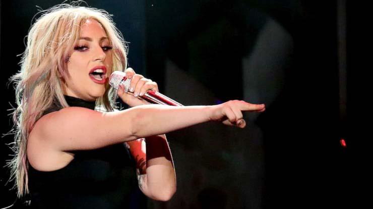 LAMPUNG POST | Dilarikan ke Rumah Sakit, Lady Gaga Batalkan Konser di Brasil
