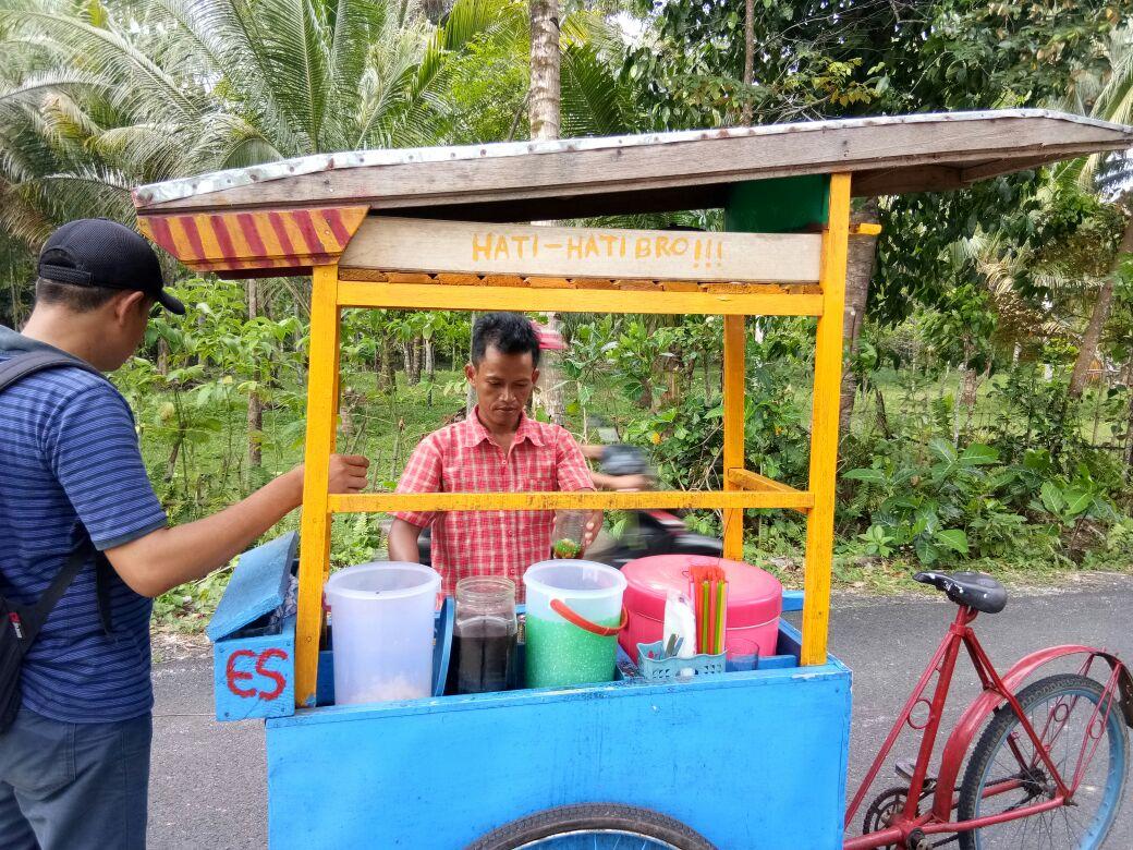 LAMPUNG POST | Suka Duka Penjual Es Cendol Keliling